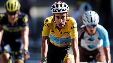 MISTET GULT: En sliten Fabio Aru krysset målstreken i Rodez etter å ha mistet ledertrøyen til Chris Froome. REUTERS/Benoit Tessier