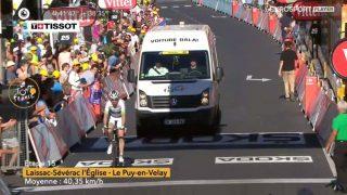 MCLAY OG KOSTEBILEN: Med denne prestasjonen overtok Dan McLay plassen som Lanterne rouge - feltets dårligst plasserte rytter i sammendraget etter den 15.-etappen av Tour de France. FOTO: Skjermdump fra Eursport Player/Eurosport Norge
