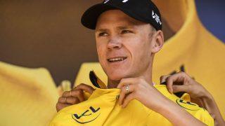TOUREN AVGJØRES: Med to etapper Alpene kan avgjørelsen i kampen om gult falle. AFP PHOTO / Lionel BONAVENTURE