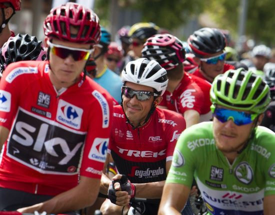 """Trek-Segafredo's Spanish cyclist Alberto Contador (C) smiles between Sky's British cyclist Chris Froome (L) and Quick-Step Floors Team's Italian cyclist Matteo Trentin prior to the start of the 8th stage of the 72nd edition of """"La Vuelta"""" Tour of Spain cycling race"""