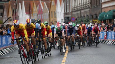 PÅKJØRSEL: En finsk rytter ble påkjørt underveis i rittet i Bergen.