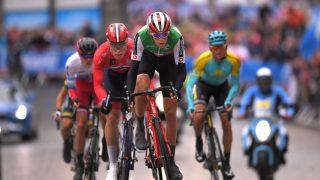 I BRUDD: Rasmus Fossum Tiller følger hjulet til sveitseren til Patrick Muller. Foto: TDWSport.com