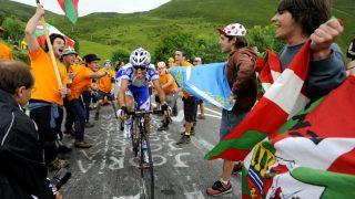 SYKKELGALE: Baskiske tilskuere er et helt vanlig syn under Tour de France-etapper i Pyreneene