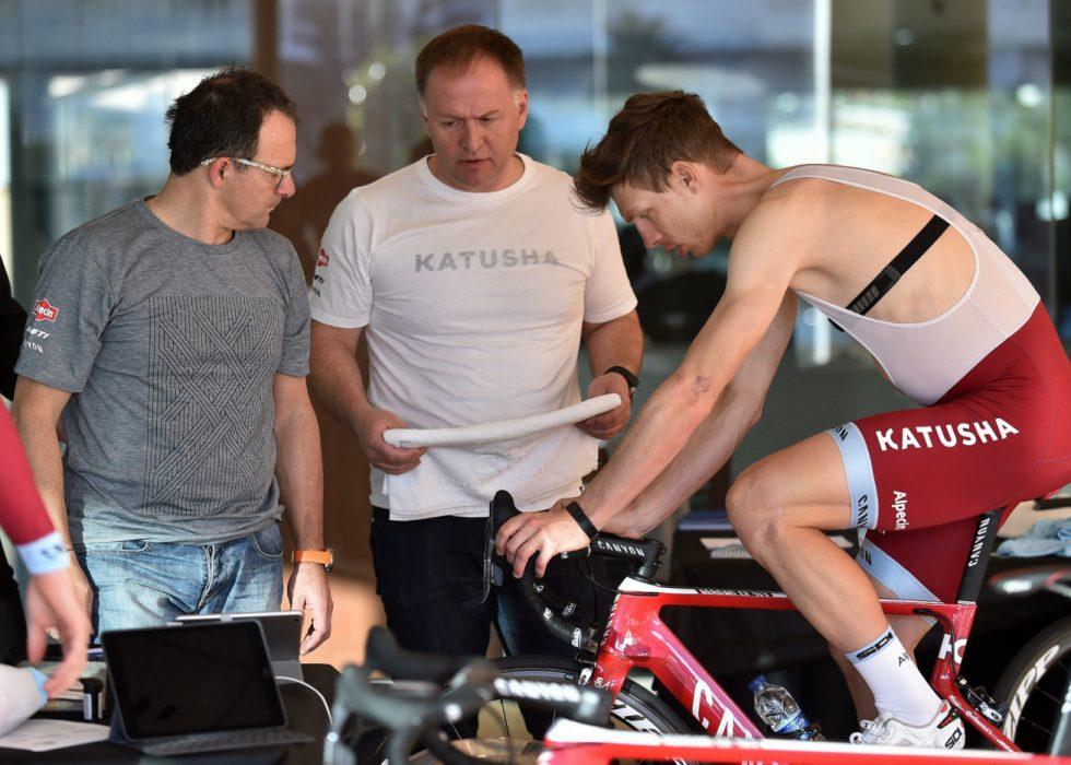 VIL SE FLERE TATT: Alexander Kristoffs trener Stein Ørn (i midten) ønsker å se flere bli tatt for EPO og steroider.