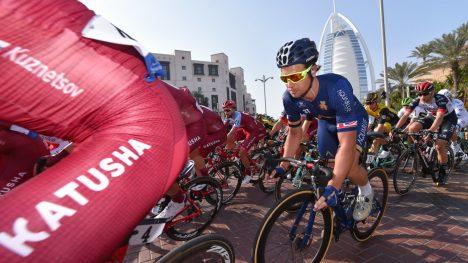 HELT RÆVA! Adam Blythe fikk ikke kjempet mot Alexander Kristoff om seieren på etappe 6 i Oman. Briten skiftet sykkel på ureglementert vis og ble nektet å sykle videre av rittkommissæren. FOTO: Tim De Waele/TDWSPORT.COM