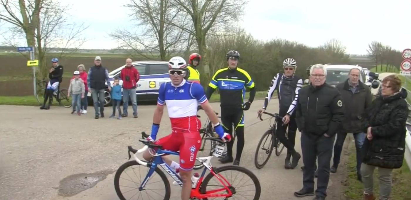 SLUTTKJØRT: Arnaud Démare var en av mange ryttere som måtte forlate GP Scheldeprijs onsdag. FOTO: Skjermdump via Eurosport Norge