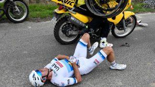 VELTET: Alexander Kristoff gikk i bakken under finalen av Paris-Roubaix. FOTO: AFP PHOTO / JEFF PACHOUD
