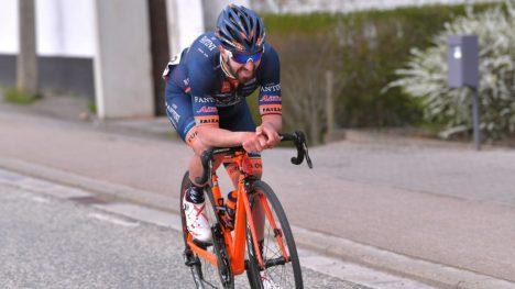 LURTE ALLE: Eduard Grosu (Nippo-Vini Fantini) åpnet spurten tidlig og holdt unna. FOTO: Tim de Waele (TDWSport.com)