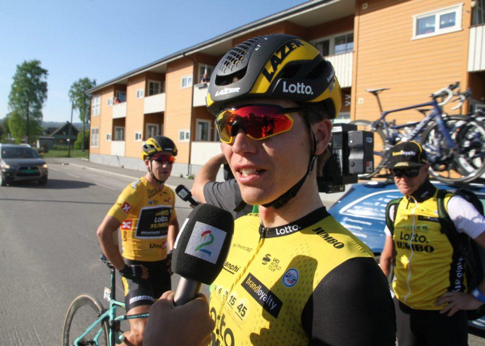 FILLERISTER KOLLEGER: Amund Grøndahl Jansen var ikke imponert over kjøringen i hovedfeltet på vei inn til målgang i Brumunddal. FOTO: Jarle Fredagsvik