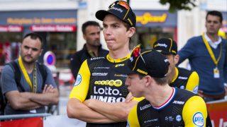 STANG UT: For Amund Gørndahl Jansen og kaptein Dylan Groenewegen (t.h) har Tour de France hatt en trøblete start. Foto: Heiko Junge / NTB scanpix