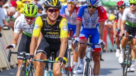 CLOSE CALL: Amund Grøndahl Jansen tett på å ryke ut av Tour de France. FOTO: Heiko Junge / NTB scanpix