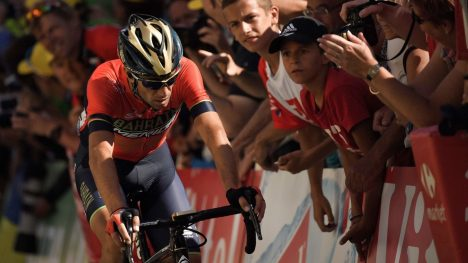 UTE: Vincenzo Nibali er ferdig i Tour de France. AFP PHOTO / Marco BERTORELLO