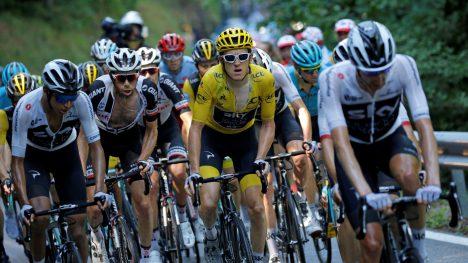 VANSKELIG DAG: Geraint Thomas må være forberedt på mange angrep på hans gule trøye på den 17. etappen i årets Tour de France.