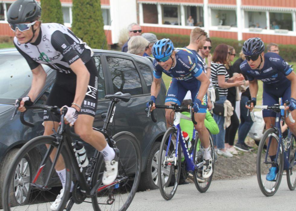 HAR IMPONERT: Carl Fredrik Hagen (her avbildet midt i bildet under Ringerike Grand Prix) har tatt overgangen fra terrenget til landeveien med storm. Nå blir 26-åringen proff i belgiske Lotto-Soudal. FOTO: Jarle Fredagsvik