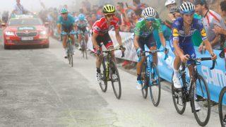 VALVERDES BESTE SJANSE: Movistar-laget kom med en åpenbar plan foran etappen i Andorra: Simon Yates skulle kjøres av for enhver pris. FOTO: Getty Images/Tim De Waele
