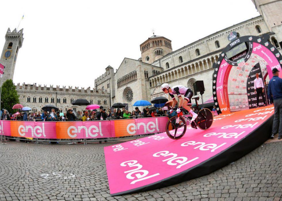 BAKKEAVSLUTNING: Rytterne får en tøff utfordring på den 9. etappen. FOTO: RCS Sport