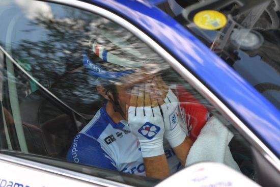 KNUST: Thibaut Pinot forlot Tour de France i tårer. FOTO: Getty Images/Tim De Waele